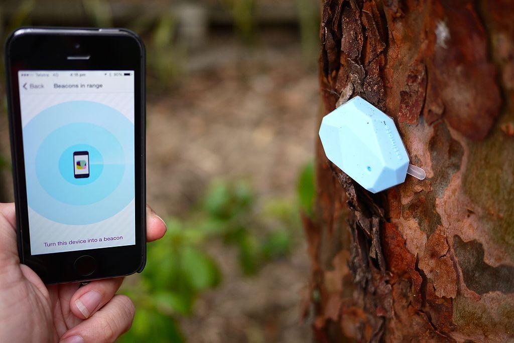 iBeacon sending signal to smartphone